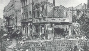Pozostałości po barykadach na ulicach